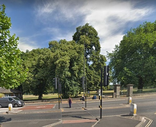 Teenager hit over head with glass bottle by muggers