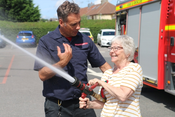 Volunteers rewarded for helping firefighters calm children in distress